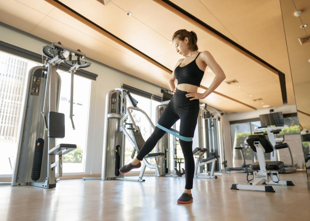 squats with side leg raise lift